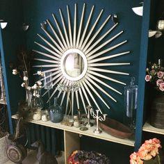 Зеркало-солнце. Маленькие салоны очаровательны