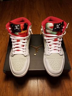 Nike Air Hare Jordan Retro 1 Basketball Shoes Men's Size White Red With Box. The shoes are pre-owned with no holes or odors and are pet and cigarette smoke Jordan Retro 1, Jordan 1, High Top Sneakers, Sneakers Nike, Hare, Basketball Shoes, Nike Air Force, Cute Dogs, Size 10