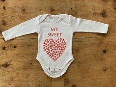 """Baby Body Motiv """"My Sweetheart""""   eBay Baby Body, Babys, Onesies, Detail, Clothes, Fashion, Fashion Styles, Clothing Accessories, Babies"""