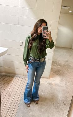 Cowgirl Style Outfits, Cute Country Outfits, Cowgirl Chic, Western Outfits, Cute Outfits, Casual Friday Outfit, Western Style, Cowgirls, Southern Style