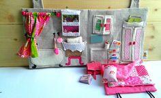 Cousu, Textile maison de poupée avec accessoires miniatures / voyage Dollhouse / Portable Dollhouse / école / étude / salle de bain par Niniragdolls sur Etsy https://www.etsy.com/fr/listing/203697495/cousu-textile-maison-de-poupee-avec