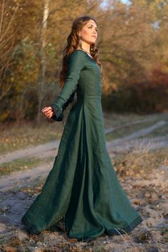 Вопрос 23. Длинное платье и интересные серьги     Средневековые платья | Платье в средневековом стиле