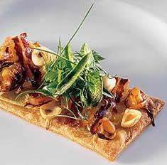 Tarta sablée de parmesano y cebolla con ensalada de hierbas frescas/Ferran Adria