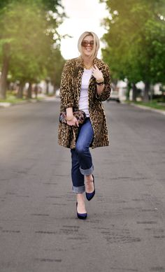 jeans & a white tshirt 30 days 30 ways: Leopard Coat -jeans- vintage accessories Outfits Niños, Winter Outfits, Casual Outfits, Casual Clothes, Passion For Fashion, Love Fashion, Autumn Fashion, Womens Fashion, High Fashion