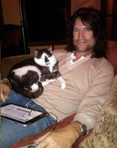 Tommy has a cat what oh my god i want to pet the cat i could pet a famous cat Music Music, Rock Music, Kiss Members, Eric Carr, Kiss Band, Star Children, Love Kiss, Hot Boys, Drawing Sketches