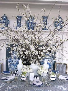 WSH ( Williams Sonoma Home) loves ginger jars as table center pieces. Carolyn Roehm masterful arrangement is just perfect. Via my design chic.