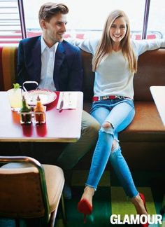 There's something fresh about a plain white shirt, ripped jeans, and a fun color pump