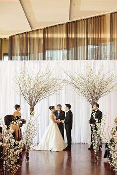 Como hacer un arco de flores con ramas ultra chic y moderno - fotografia Sweet Monday Photography.