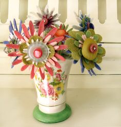 SizzixFlowers ~ Cool Vintage Felt Flowers {gotta investigate what a Sizzix is}