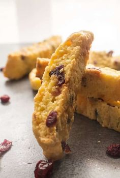 Cranberry Almond Biscotti - Italian Cranberry Almond Biscotti, a traditional Italian Christmas Cookie,fast,easy,yummy & crunchy - Italian Cookie Recipes, Italian Cookies, Italian Desserts, Köstliche Desserts, Dessert Recipes, Breakfast Recipes, Biscotti Cookies, Galletas Cookies, Cake