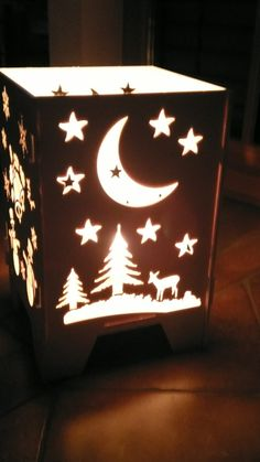 Laterne mit Kerzenlicht Mondseite Christmas Diy, Table Lamp, Decorations, Paper, Home Decor, Art, Homemade Home Decor, Craft Art, Table Lamps