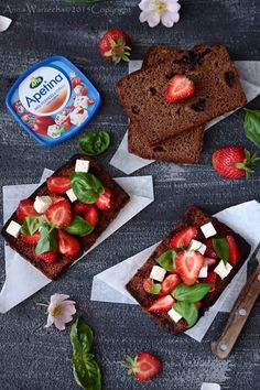 Bruschetta z truskawkami, serem i bazylią @ wiem co jem