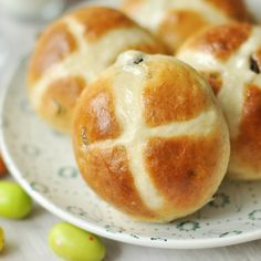 Hot Cross Buns, Brie, Yummy Treats, Bakery, Muffin, Food And Drink, Cooking, Breakfast, Recipes