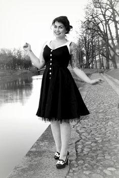 Kevät ja valo ovat herättäneet Miss Ruri Verin talvihorroksesta! Varautukaa hulmuaviin helmoihin ja korkeisiin korkoihin: http://www.emp.fi/blog/vaatteet_ja_tyyli/vaatteet_ja_muut_tuotteet/kevat-ja-kaupunki/?wt_mc=sm.pin.fp.kevat-ja-kaupunki-blogi.13032015