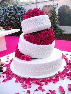 Hot Pink Wedding Cake - Portugal  #weddingportugal  #lisbonweddingplanner #weddingcakeportugal