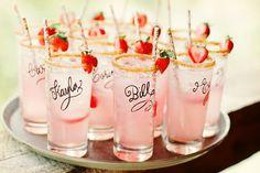 El alcohol es uno de los elementos para el éxito de una boda por eso hoy les presento unos consejos para elegir la bebida del gran día sin que afecte su presupuesto ¡Ni que sobre ni falte! #bodas #ElBlogdeMaríaJosé #bebidaboda