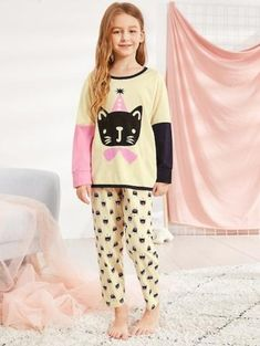 To find out about the Christmas Kids Cat Print Colorblock Pajama Set at SHEIN, part of our latest Family Look ready to shop online today! The Pajama Game, Pajama Day, Kids Winter Fashion, Kids Fashion, Family Outfits, Girl Outfits, Wide Trousers, Girls Fashion Clothes, Cat Lover Gifts
