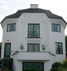 Modernist House In Fairdene Rd, Old Coulsdon...