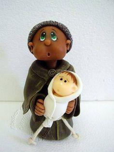 São Benedito modelado em biscuit com características infantis.  Elo7 - Atelier Claudia Aparecida