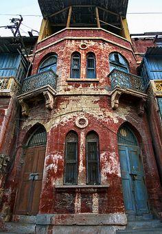 Beeti-Kahani. ike a page from an old Dairy. a building in Sadar area of Karachi holding untold stories behind its locked doors . . . .     Location- Sadar Karachi,Sindh,Pakistan