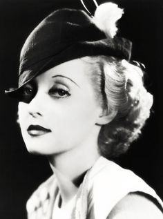 30 Stunning Black and White Portraits of a Very Young Bette Davis in the and Old Hollywood Glamour, Golden Age Of Hollywood, Vintage Hollywood, Hollywood Stars, Classic Hollywood, Hollywood Divas, Hollywood Actresses, Look Vintage, Vintage Beauty