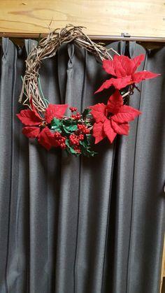 クリスマスリース♪ Seriaの造花で作りました。