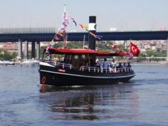 En eski buharlı römorkör örneklerinden biri olan Rosalie isimli gemi; 1873 yılında 'Den Briel' adıyla, Hollanda'da inşa edildi. Gemi 1873-  By Diver969