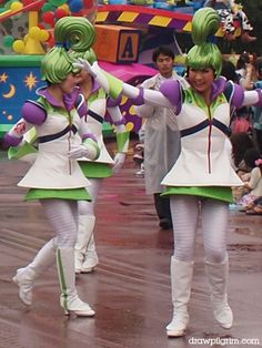 Tokyo Disneyland buzz girls