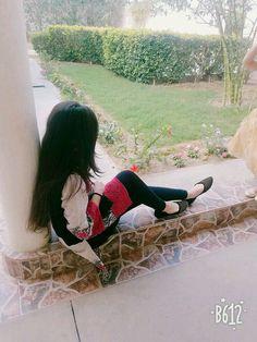 Αиgєℓ ѕαяυ♥ girl hiding face, girl face, dps for girls, fb girls Cute Girl Poses, Cute Girl Photo, Beautiful Girl Photo, Beautiful Girl Image, Girl Photo Poses, Beautiful Couple, Beautiful Hands, Teenage Girl Photography, Girl Photography Poses