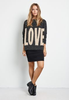 """Add a pop of passion this season with our chunky Big Love jumper. Emblazoned with a 60s feel slogan, this super cool, ultra cosy knit will be at the heart of your winter wardrobe. •LOVE slogan. •Sits below the hip. •Relaxed oversized fit. Try your usual size. •Round neck with long sleeves. •Model is 5'7"""" and wears size XS."""