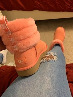 Uploaded by Harriët Taylor. Find images and videos about boots and uggs on We Heart It - the app to get lost in what you love. Cute Sneakers, Sneakers Mode, Sneakers Fashion, Fashion Shoes, Fashion Fashion, Runway Fashion, Fashion Trends, Cute Uggs, Cute Boots