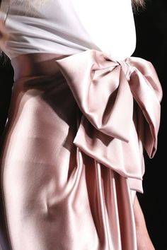Viktor and Rolf Fall 2013 Couture Satin, Ohh Couture, Couture Details, Victor And Rolf, Mode Rose, Little Presents, Estilo Real, Fashion Looks, Glamour
