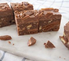 Tim Tam Hedgehog Slice is part of Slices recipes I& just going to come out and say it, this Tim Tam Hedgehog Slice is quite possibly one of my most indulgent (and simple! Baking Recipes, Cake Recipes, Dessert Recipes, Easter Recipes, Recipes Dinner, Chocolate Marble Cake, Chocolate Hair, Chocolate Frosting, Chocolate Fudge