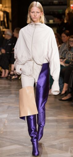 VETEMENTS CATWALK, RUNWAY, OVER THE KNEE BOOT, PURPLE BOOTS, PFW, FRENCH FASHION, LUXURY FASHION