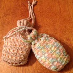 Savonnette au crochet. Crochet, Straw Bag, Creations, Christmas Ornaments, Holiday Decor, Soaps, Knits, Woman, Crochet Hooks