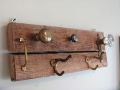 Lushome collection of cheap ideas for simple DIY projects that can turn clutter into treasure may inspire you to reuse and recycle small things your have in your home for making creative hooks and wall racks Diy Wall Hooks, Wall Racks, Diy Coat Rack, Coat Hanger, Coat Racks, Upcycled Home Decor, Repurposed, Green Home Decor, Clever Diy