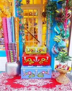 ❀ SPRINGTIME VIBES ❀ metal trunks from India are by artisans. keepsake treasure chests are a true for your sanctuary. Painted Trunk, Painted Boxes, Hand Painted, Hippie Art, Hippie Chic, Truck Art Pakistan, Gypsy Decor, Boho Gypsy, Bohemian Style