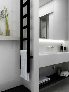 Gekko towel radiator: It is a narrow radiator which is particularly ideal for one of the small empty wall sections of bathrooms both as a towel rail and as a room divider. Black Towel Rail, Black Towels, Bad Inspiration, Bathroom Inspiration, Family Bathroom, Small Bathroom, Bathroom Black, Bathroom Ideas, Bathrooms