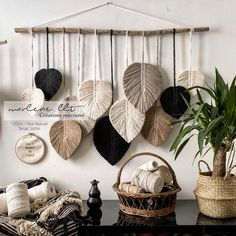 Macrame Design, Macrame Art, Macrame Projects, Macrame Wall Hanging Patterns, Macrame Patterns, Art Macramé, Wall Decor, Room Decor, Diy Home Crafts