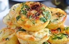 Rozmýšľate čo rýchleho urobiť na večeru? Tieto slané muffiny sú presne to čo hladáte!Ak máte náhodou vchladničke zvyšný tvaroh, alebo si jednoducho túžite upiecť niečo nové, vyskúšajte tento fantastický achutný recept. Slané muffiny nikdy neboli lepšie. Budete potrebovať: 200g tvarohu 50g tvrdého syra 1 paradajku 1 papriku petržlenovú vňať podľa chuti 2 vajcia Soľ podľa chuti 2 PL polohrubej múky