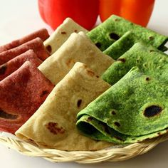 Homemade Tortillas - spinach, beet and plain Mexican Food Recipes, Real Food Recipes, Great Recipes, Favorite Recipes, Ethnic Recipes, Spinach Tortilla, Tortilla Recipe, Cooking 101, Healthy Cooking