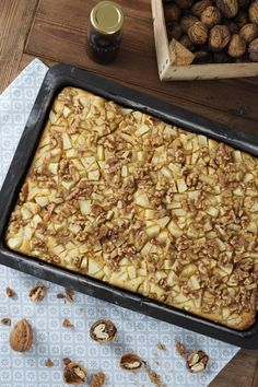 Apfel-Walnuss-Kuchen mit Zimtsirup Apple and walnut cake with cinnamon syrup Apple Recipes, Sweet Recipes, Baking Recipes, Cinnamon Syrup, Walnut Cake, Sweet Bakery, Sweet Pie, Pudding Cake, Dessert Bread