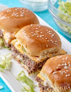 These Big Mac Sliders are the solution. They've got all the fixings that make the Big Mac so special, but in a smaller form that fits easily in one hand. So your guests can have just one, or as many as it takes to satisfy their appetite. Best Appetizer Recipes, Yummy Appetizers, Big Mac, Beef Recipes, Cooking Recipes, Copycat Recipes, Salad Recipes, Family Fresh Meals, Slider Recipes