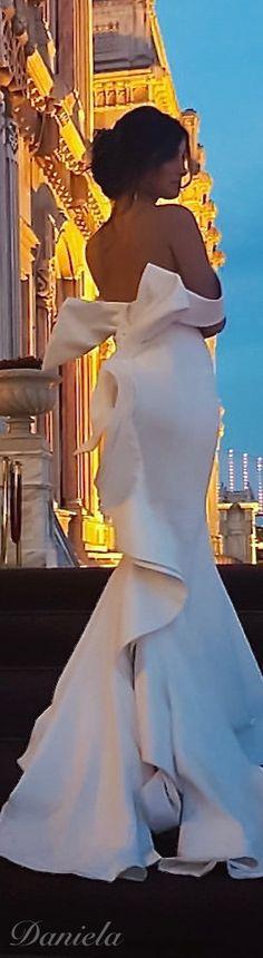 .Stunning dress!