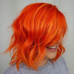 Rote Haare Orange Färben Many of the hair colour trends 2019 to inspire you to modify your hair for Bright Red Hair Dye, Red Ombre Hair, Dyed Red Hair, Bright Hair Colors, Red Hair Color, Color Red, Short Bright Red Hair, Red Hair Bright Cherry, Ombre Colour