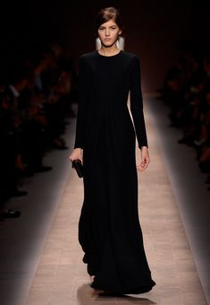 I've been looking for a long sleeve black maxi and low and behold ...Valentino ready to wear spring 2013.. too bad I'll have to wait until generics come out
