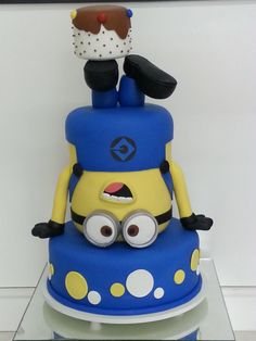 Minion Cake More Minion Torte, Bolo Minion, Minion Cakes, Fondant Minions, Toddler Birthday Cakes, Minion Birthday, Minion Party Theme, Happy Birthday, Pastel Minion