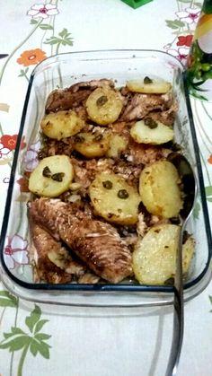 Filé de Tilápia ao azeite,com batatas e alcaparras,para o almoço de domingo.