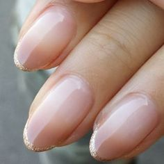 Love the gold glitter tips on these nails. I also like how the tips are round, not flat and not pointy!
