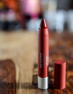Revlon matte balm in standout - a beautiful color for the holidays! Amazingly matte and stays put! Beauty Crush, Beauty Care, Beauty Hacks, Beauty Essentials, Beauty Ideas, Makeup Geek, Lip Makeup, Beauty Makeup, Hair Beauty